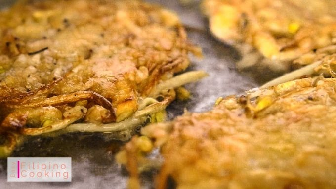 Image of okoy being fried